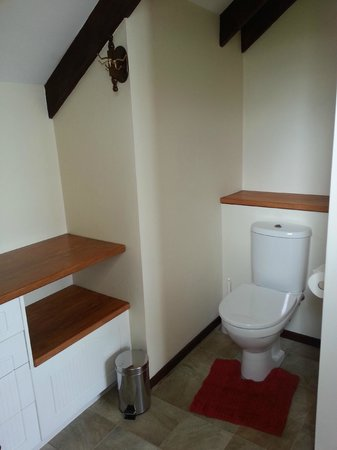 Lakeview Heights Farm Stay: clean bathroom