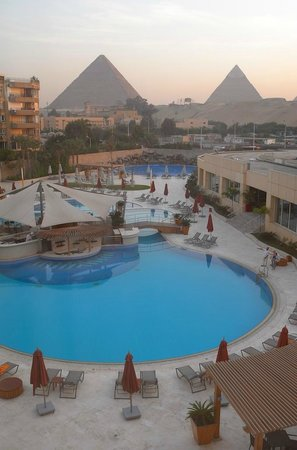 Le Meridien Pyramids Hotel & Spa: View from our room at the Le Meridien Pyramids