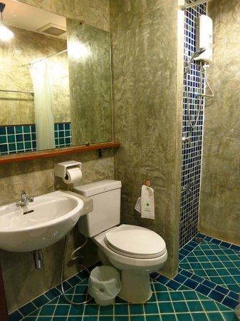 Sunshine House: シャワールームお湯は問題無し。