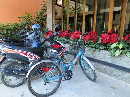 Sunshine House: 借りた自転車。鍵はついてないので100均のワイヤーキーを持って行って!