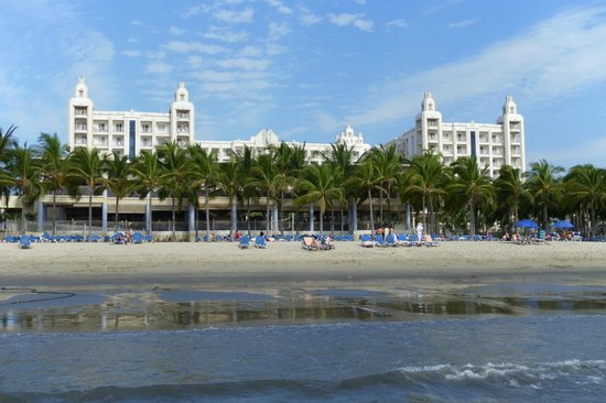 Hotel Riu Vallarta: Taken from Beach