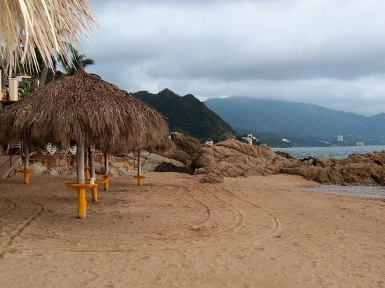 Lindo Mar Resort: Palapas on the beach