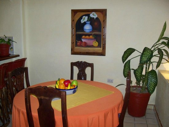 Lindo Mar Resort: Two bedroom suite dining area