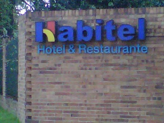 Habitel Hotel: Entrada del hotel