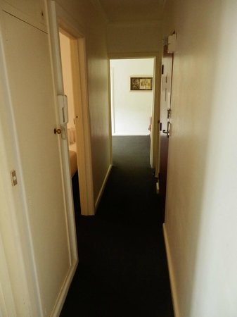 Armadale Serviced Apartments: hallway