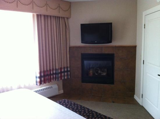 Sheraton Mountain Vista Villas, Avon / Vail Valley: Fireplace in Master Bedroom