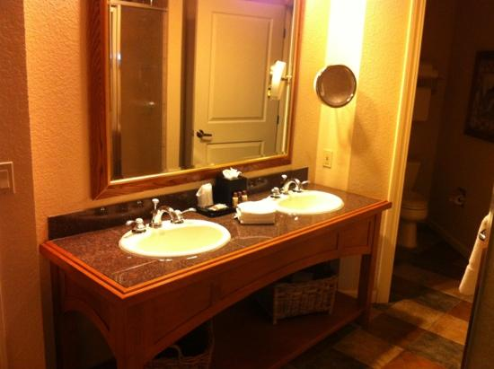 Sheraton Mountain Vista Villas, Avon / Vail Valley: Master Bath