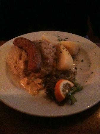Ranke 2: Bratwurst with sauerkraut and boiled potatoes