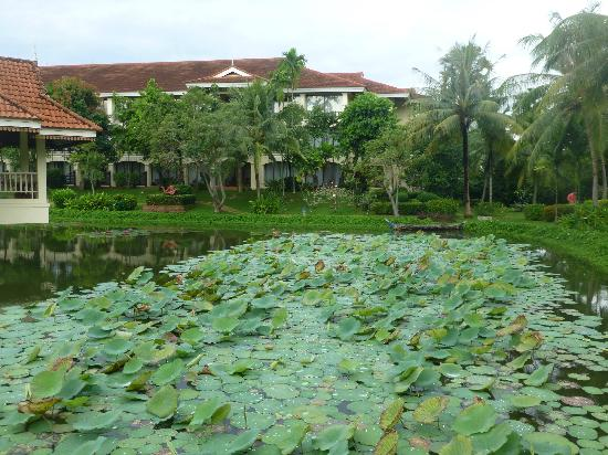 Sofitel Angkor Phokeethra Golf and Spa Resort: Hotel ground