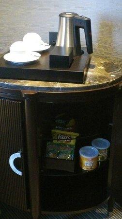 Crimson Hotel Filinvest City, Manila: complimentary coffee and tea