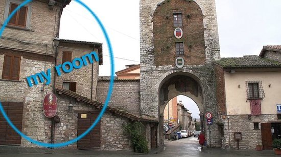 Residenza Via Dante : the little hotel is next to a medieval gate and tower in Gubbio.