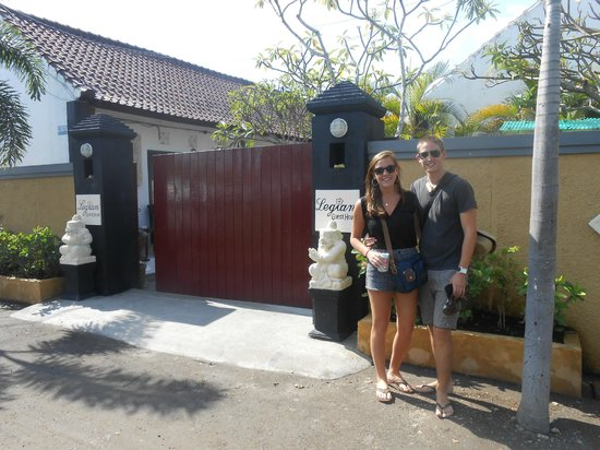 Legian Guest House Bali: Outside the main gate, guarded 24/7 may I add!
