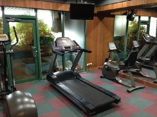 Pacific Business Hotel: Gym