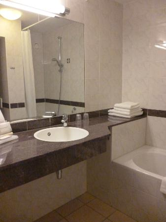 Golden Tulip Keyser: Bathroom