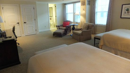 The Carolina Hotel - Pinehurst Resort: Two Chairs in Room
