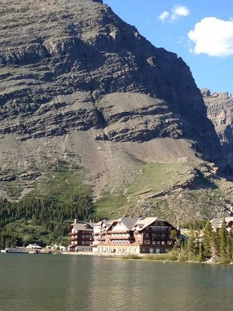 Many Glacier Hotel: amazing location