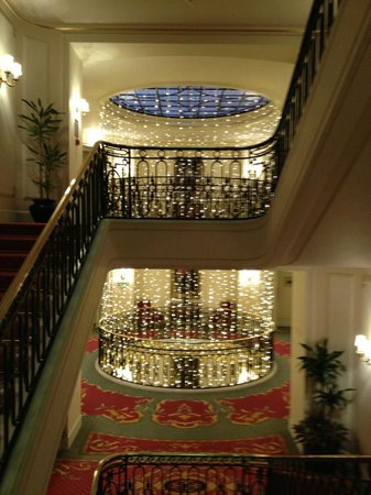 The Ritz London: Staircase decorated for Christmas