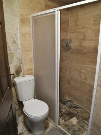 Caravanserai Cave Hotel: Bathroom