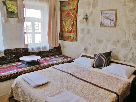 Caravanserai Cave Hotel: Bedroom