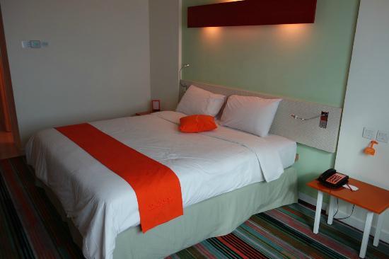 HARRIS Hotel & Conventions Kelapa Gading Jakarta: Comfy bed