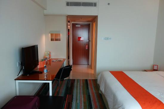 HARRIS Hotel & Conventions Kelapa Gading Jakarta: Spacious room