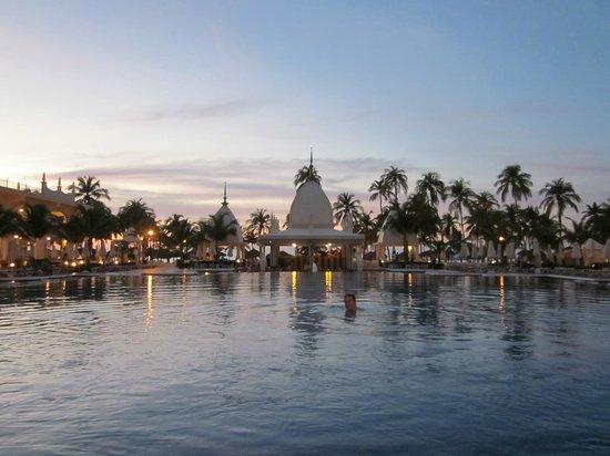 Hotel Riu Palace Aruba: The infinity pool