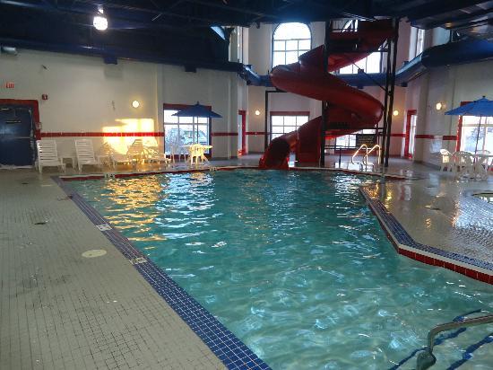 Ramada Westlock: Pool, waterslide and hot tub