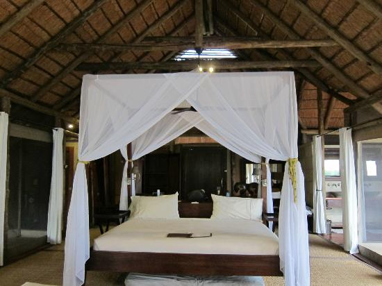 Wilderness Safaris Kings Pool Camp: Room Number 1