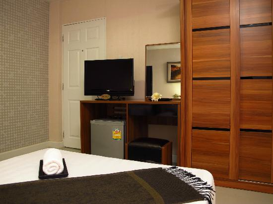 The Richy Place Guest House: Room facilities (Flat screen TV, refrigerator, air condition and warm shower)