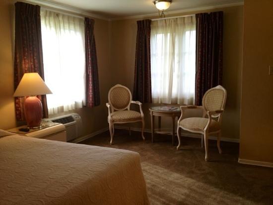 20th Century Motor Lodge: spacious room