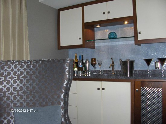 Forty 1⁰ North: The bar was stocked. I liked the glass tile backsplash.