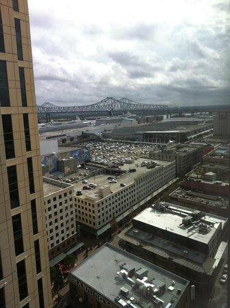 Loews New Orleans Hotel: A view of the Crescent City Connection from the 18th floor
