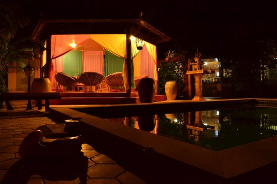 Sun Sothy Guesthouse: night view of the pool