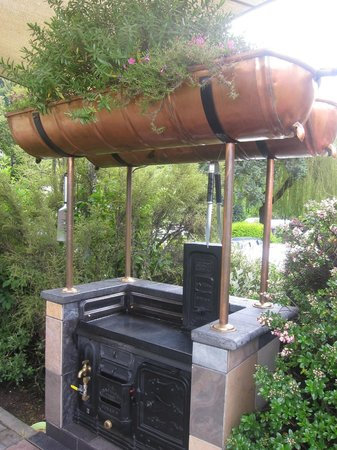 Queenstown Holiday Park & Motel Creeksyde: Barbecue area