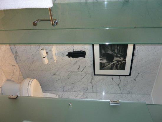Shangri-La Hotel Toronto: Bathroom