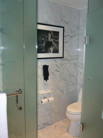 Shangri-La Hotel Toronto : Bathroom
