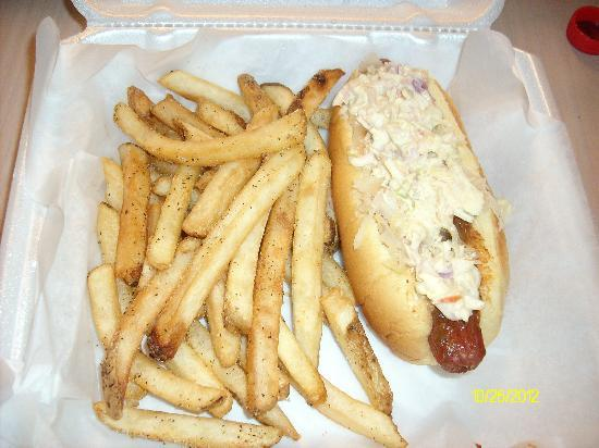 Pop's Diner: hotdog and fries