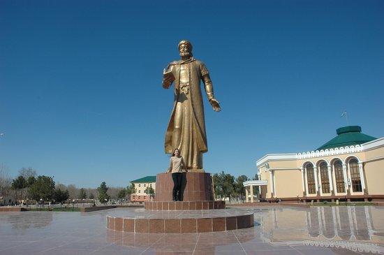 Surxondaryo Province, Usbekistan: Statue of Navai