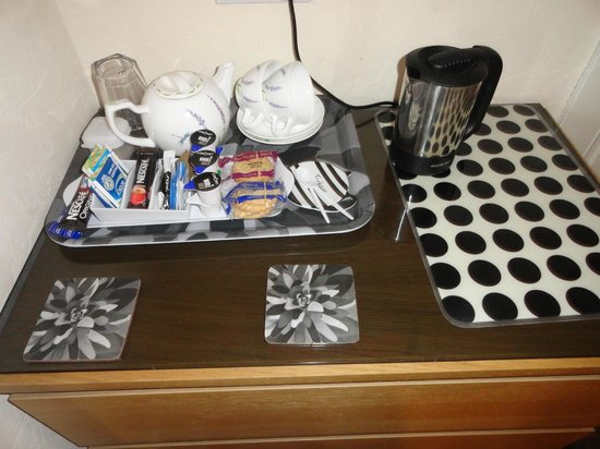 Pitfaranne Guest House: Tea Service with biscuits