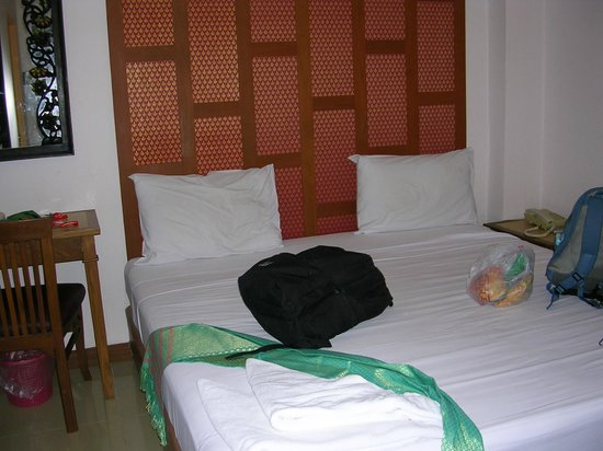 New Siam Guest House III (Super): Room & Bed