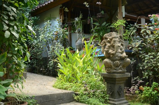 Geria Giri Shanti Bungalows: Aufgang zur Terrasse