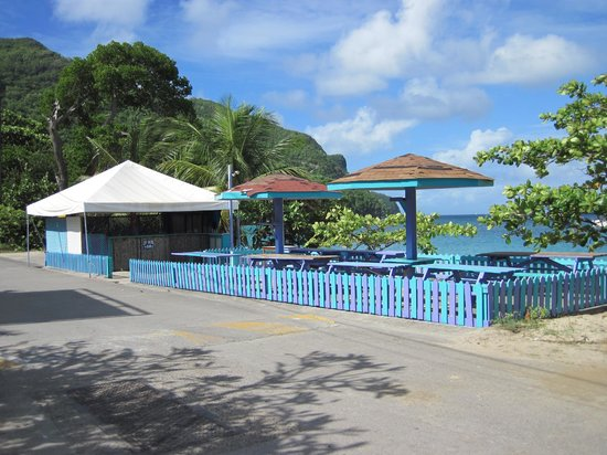 Keegan's Beachside Hotel,Apartments & Cottage: The beach bar