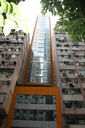 ويفي بوتيك هوتل: Зажатое с двух сторон здание отеля. 