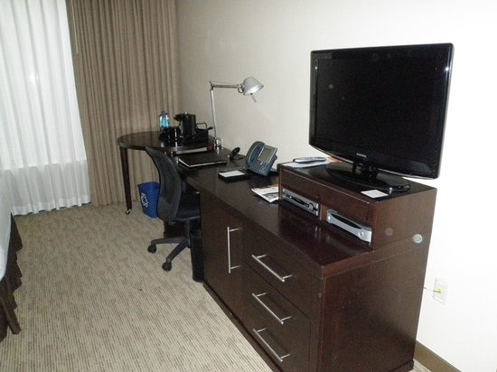 AT&T Hotel and Conference Center: Desk