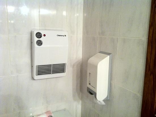 Hotel Domo: bath air con