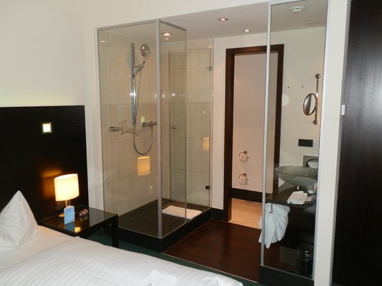 Fleming's Hotel Munich City: Glass shower cubicle
