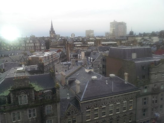 Jurys Inn Aberdeen: View city-side from Room on 6th Floor