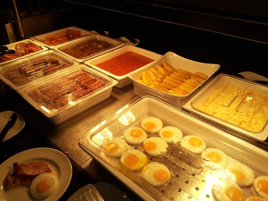 Jurys Inn: Good choice of breakfast options