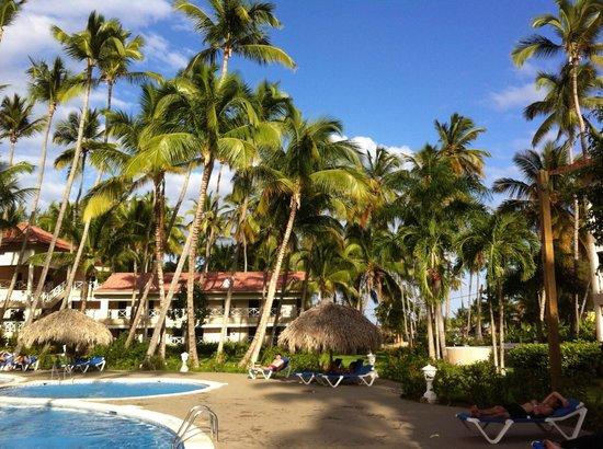 Vista Sol Punta Cana: Pool Nr.2 mit Block 6, Blocks 7 und 8 sind rechts und links