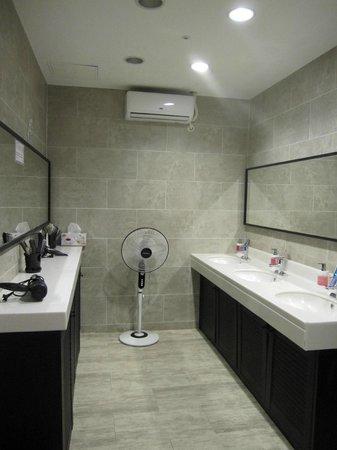 Hostel the new day: 女性のバスルーム